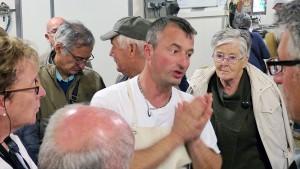 Voyage dans le Jura: le gérant de la fruitière.