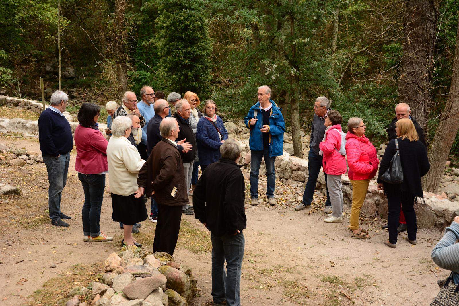 Les amis du château de Montrond les Bains visitent Donzy